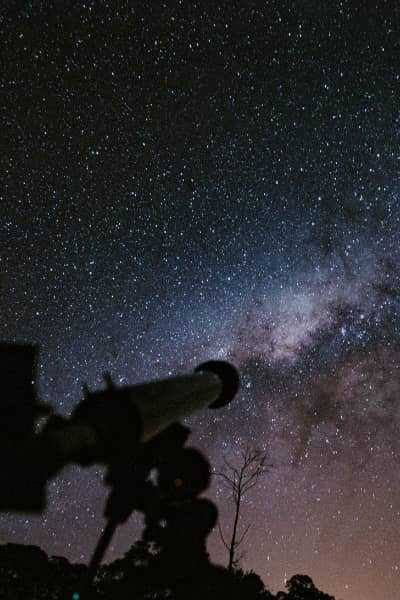 telescope to view planet and galaxies